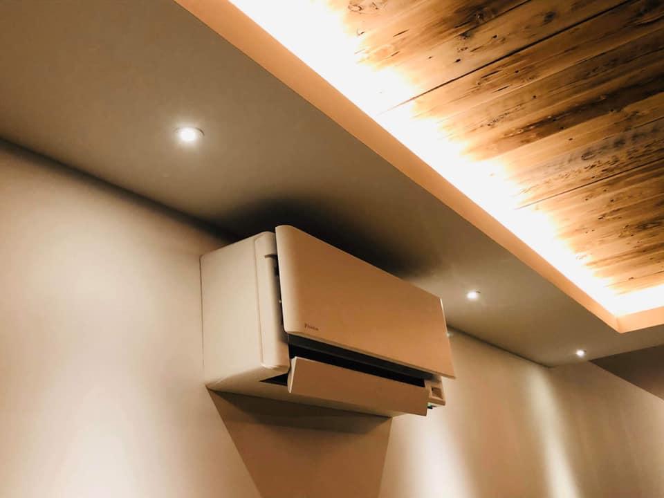 photo représentant un e climatisation réversible blanche mural de chez daikin
